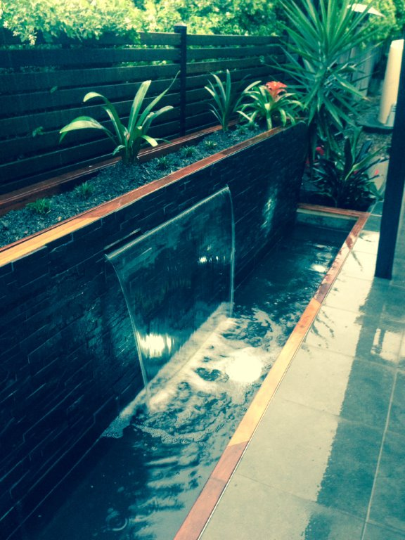 Add stone veneers to your next water feature project using for Qut garden pool