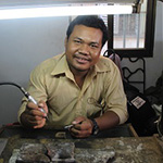 oz-fair-trade-cambodian-jewellery-maker.jpg