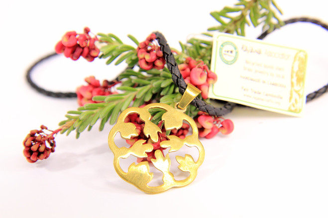 Fair trade recycled bombshell flower necklace