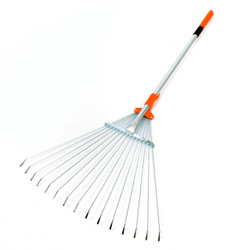 R2 in working mode with handle still closed, landscape rake, garden rake, lawn rake, adjustable rake