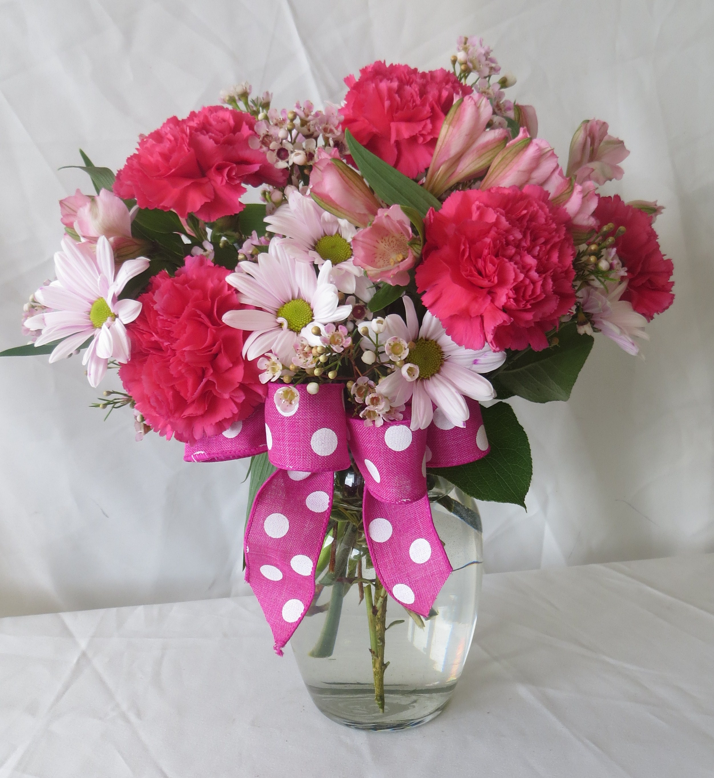 hot pink carnations in a vase cheap flowers