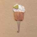 CUPCAKE NEEDLE THREADER