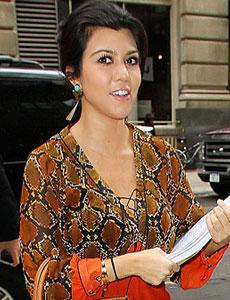celebs-kourtney-kardashian-cheyenne-earring3.jpg
