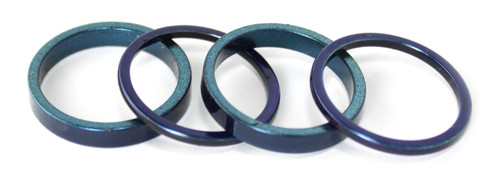 Set of 4 rings in shades of blue