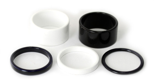 Set of 5 rings in black and white enamel