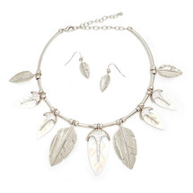 Feathery Collar/Earrings Silver: Seen on Fashionlaine!