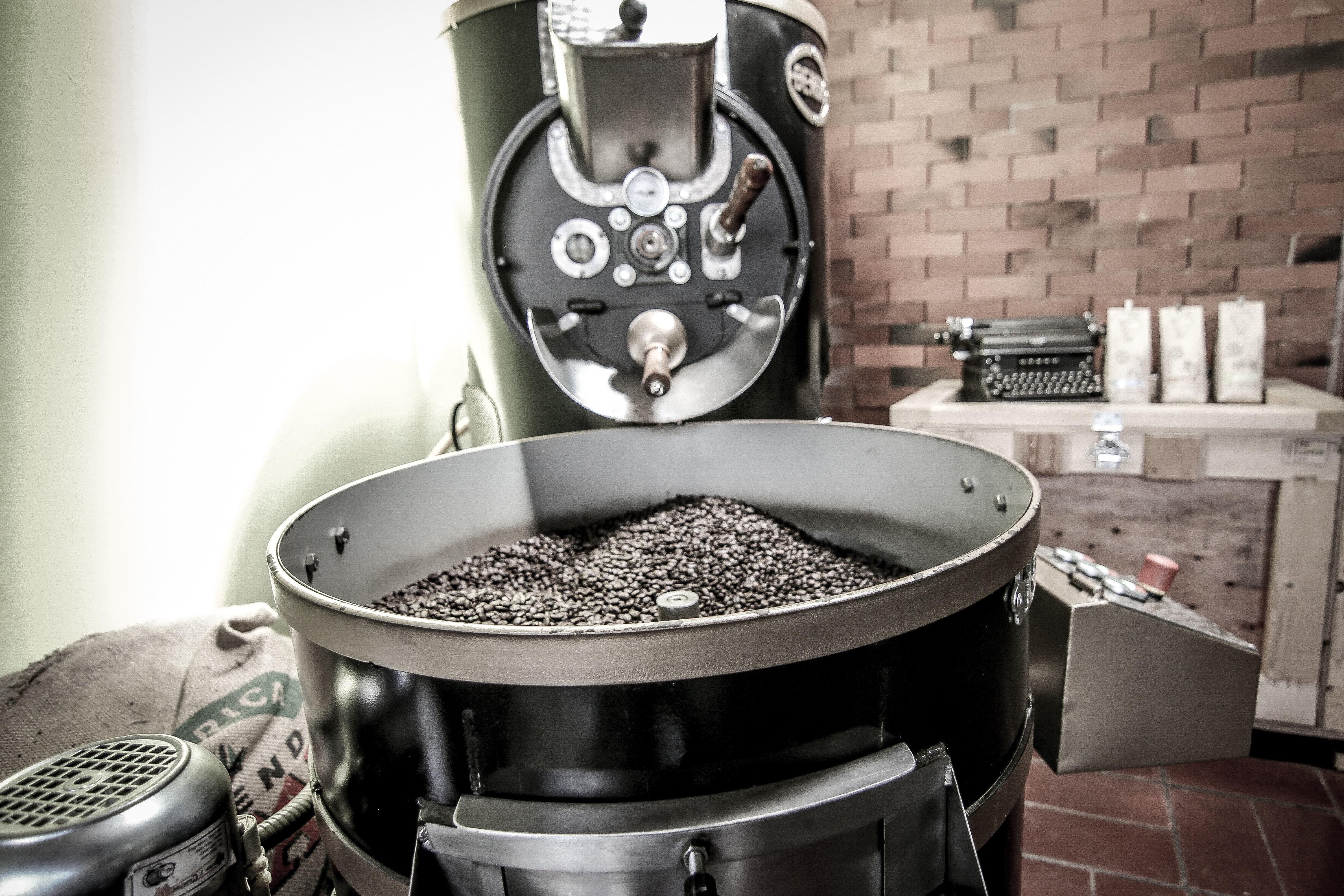 coffee-roaster-costa-rica.jpg