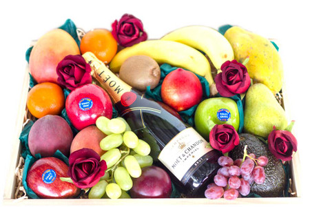 Fruit Gift Mixed Fruit + Moet + Roses