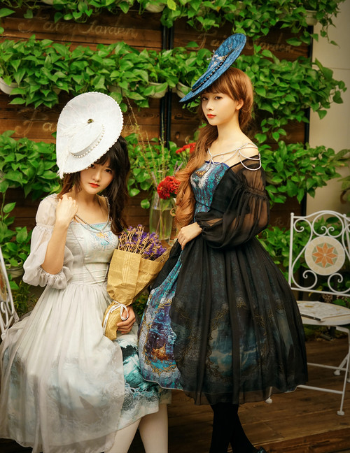 Group Model Show (hat: P00609, birdcage petticoat: UN00019)