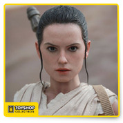Sideshow Collectibles and Hot Toys are thrilled to officially present the sixth scale collectible figure of the movie's heroine – Rey!   Rey is a resilient survivor, a scavenger toughened by a lifetime of dealing with the cutthroats of the harsh desert world of Jakku.   The highly-accurate collectible figure is specially crafted based on the image of Daisy Ridley as Rey in the film featuring a newly developed head sculpt, three interchangeable looks, finely tailored outfit, a lightsaber, highly detailed accessories, and a hexagonal figure stand with the Resistance's emblem. Now is the time to add the new Star Wars heroine to your growing collection!