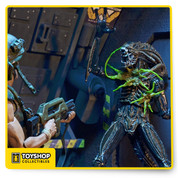 Aliens Series 12 Brown Xenomorph Warrior Battle Damaged Figure