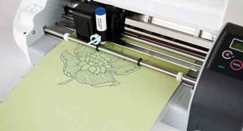 Silhouette Cameo drawing a flower like a plotter