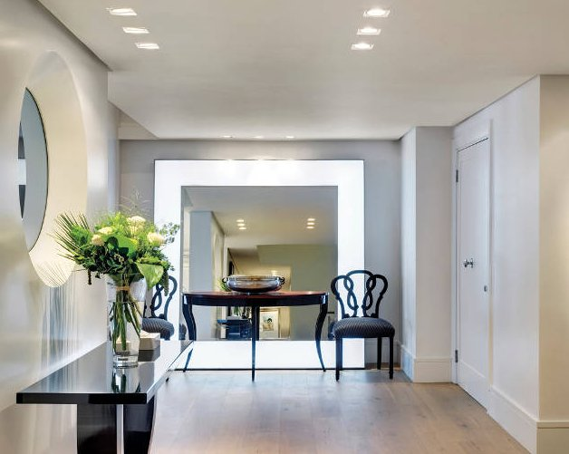 Entrance hall lighting with downlights