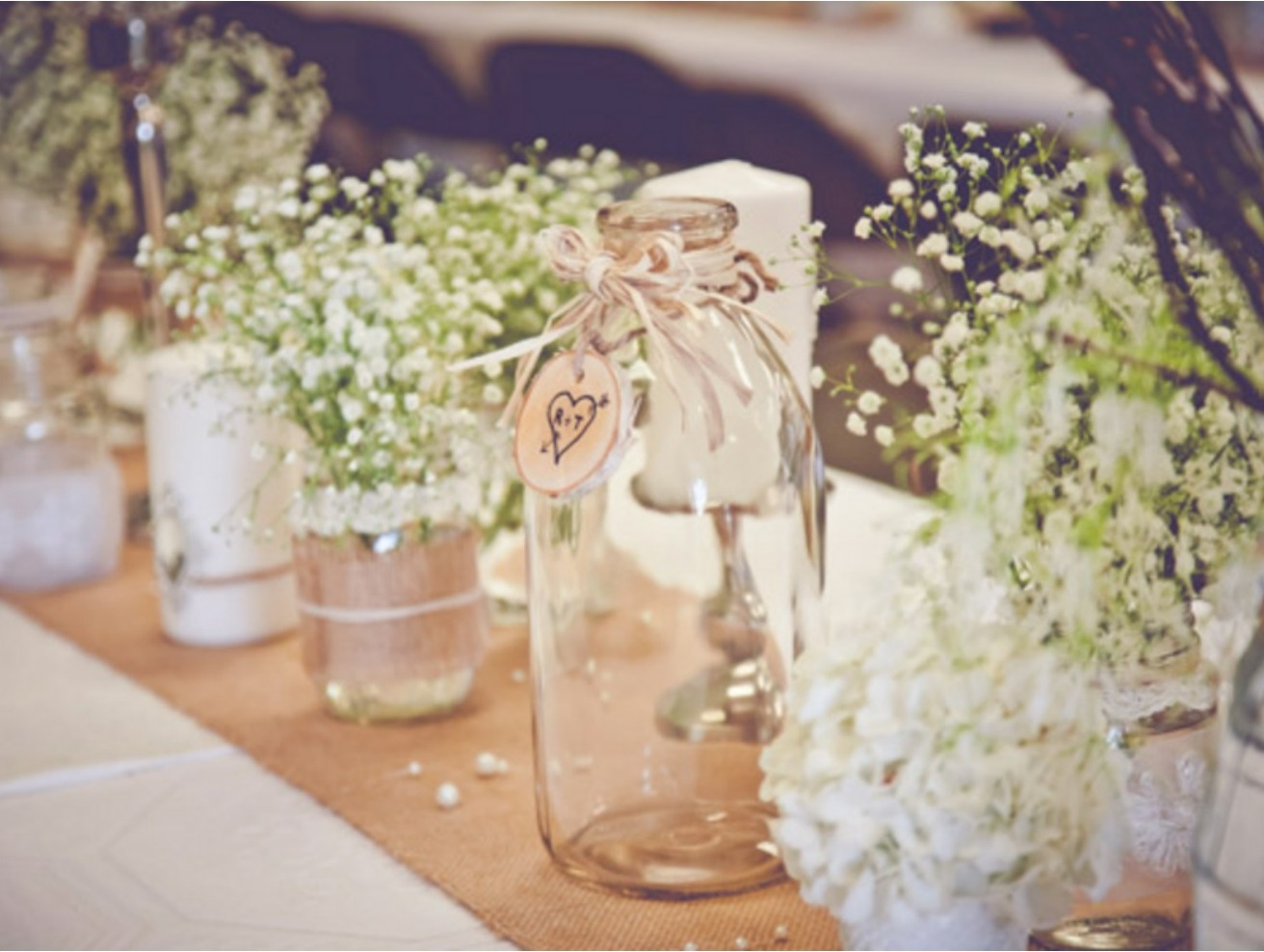 Using hessian burlap material at your wedding gems for Decor zippay