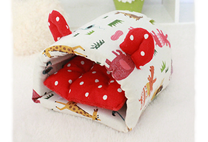Hedgie Cave Pouch Red