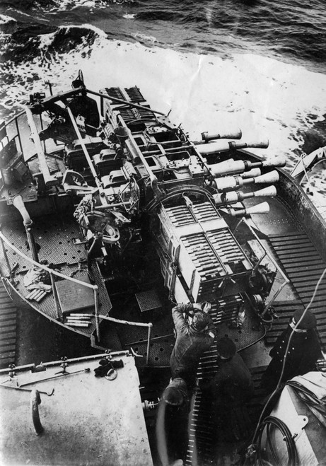 Octuple 2-pdr mount aboard British Cruiser