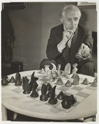 max-ernst-chess-set.jpg