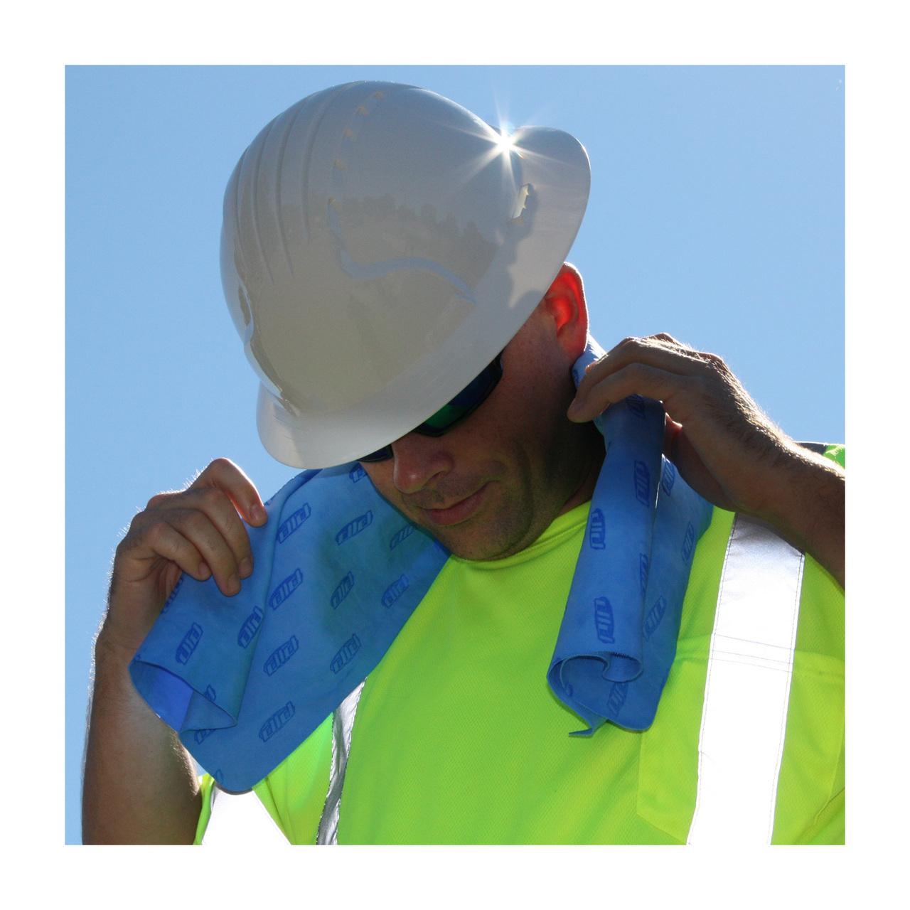 396-602-b-iu-towel-behind-neck-looking-down-92711.1404687964.1280.1280.jpg