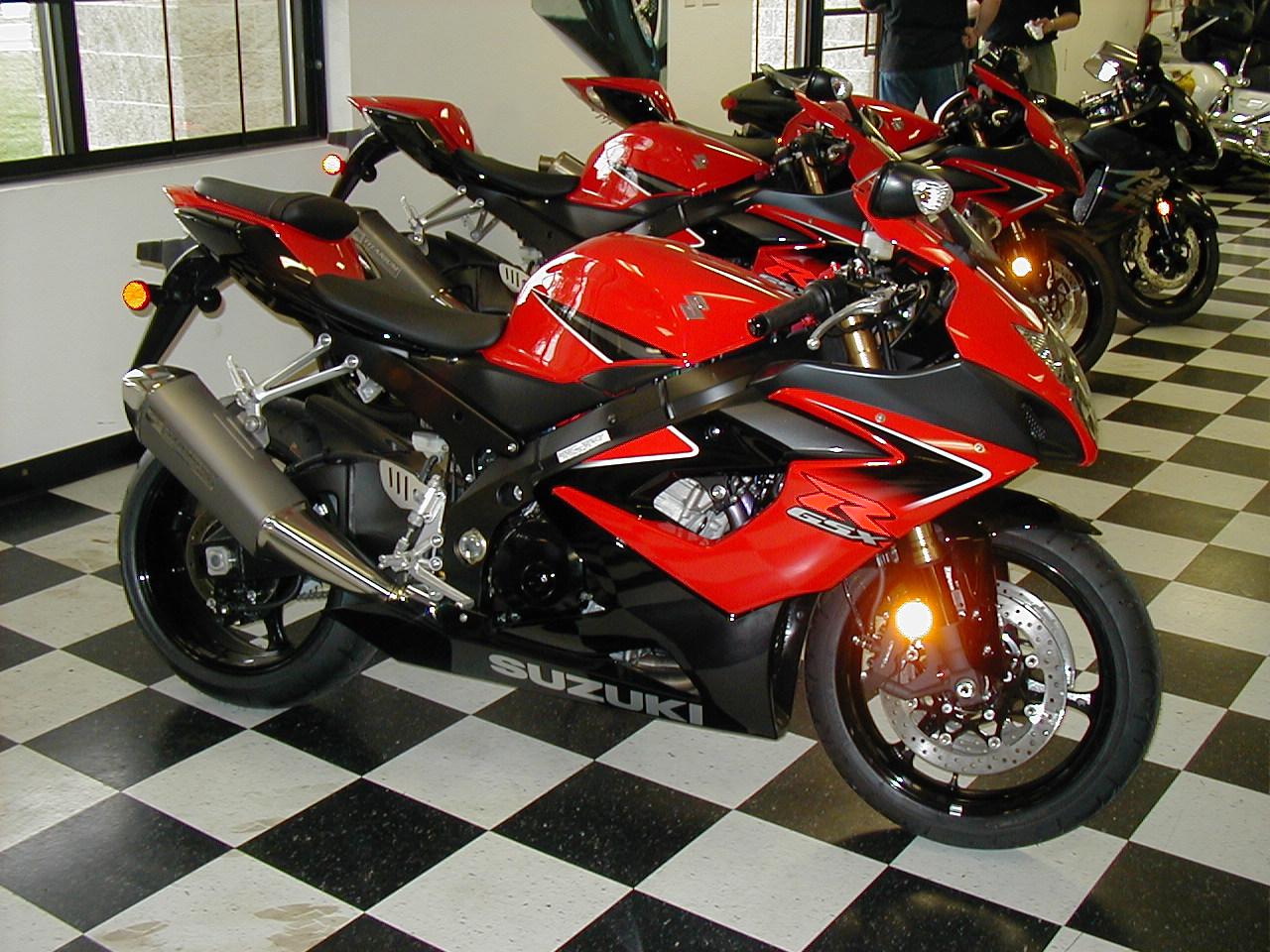 2005-gsxr-red-black.jpg