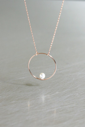 Swarovski Pearl on Circle Necklace Rose Gold from kellinsilver.com