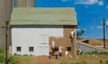 HO-SCALE COMPLETED BARN