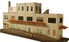 HO-SCALE: INDUSTRY 3-STORY BACKDROP STRUCTURE CINDER BLOCK