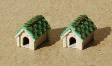 N-SCALE DOG HOUSE 2-PK