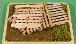 1:35-SCALE PALLETS 4-PACK
