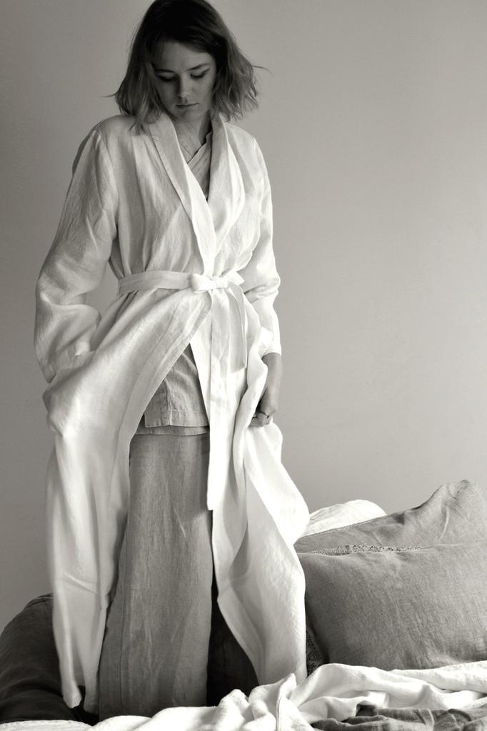 Stonewashed long off-white linen dressing robe