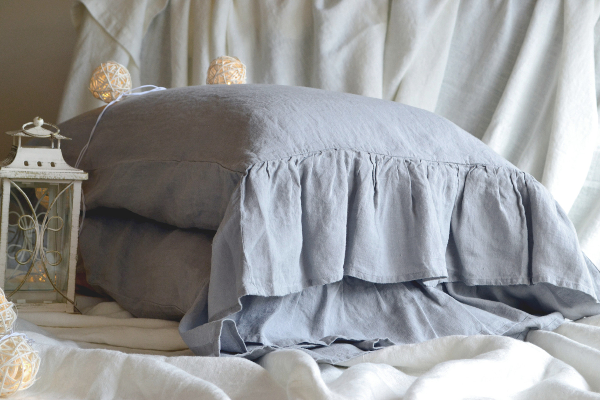 Set of 2 light grey stonewashed linen pillowcases with ruffle