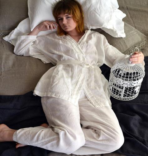 Short kimono off-white linen robe