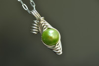 peas pod necklace with green freshwater pearl | muyinjewelry.com