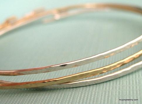 ADD-A-CHARM skinny textured bangle