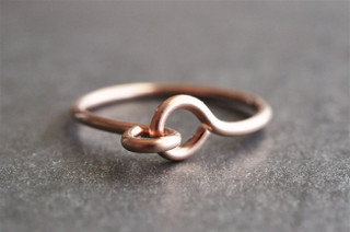HOLDING HANDS Wire Ring