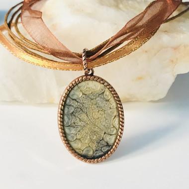 Copper pendant, onyx & old gold color