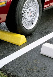 "Innoplast 4' Plastic Parking Block Deluxe 48""x7""x4.5"", includes lag bolts (concrete app) or spikes (asphalt app)"