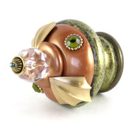 Finial Birdie in amber and jade with gold metal accents and olivine crystals