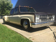 Chevrolet C-30 5/7 Deluxe Drop Kit; 225/75R16 Front Tires, 225/75R16 Rear Tires