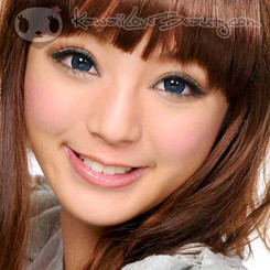 GEO Super Nudy Blue circle lenses on model.