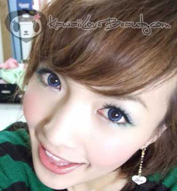 Model photo, Geo CM-832 Angel Blue contacts.