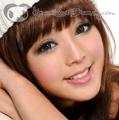 Model photo, XCH624 Super Nudy Brown colored contact lenses by Geo