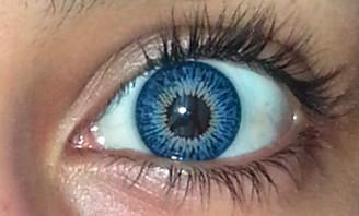 Closeup of YH-301 Twins Blue by Geo on dark eyes.