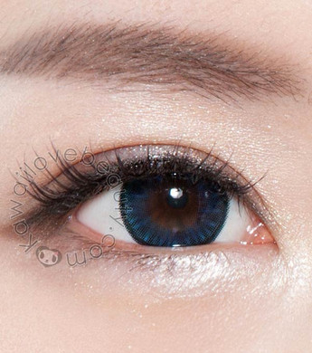 Eye closeup of Bella Blue BS202 colored contact lens.