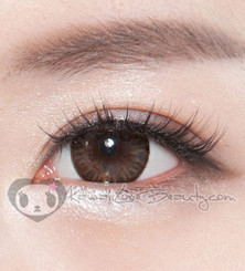 Close-up of BS204 Bella Brown colored contacts.