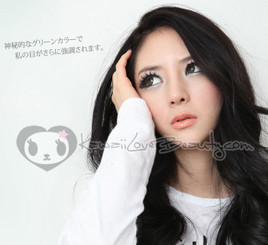 Geo Bella Green BS203 circle lenses on model.