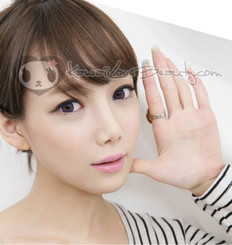 Geo BS201 Violet 14.2mm colored contact lenses on model.