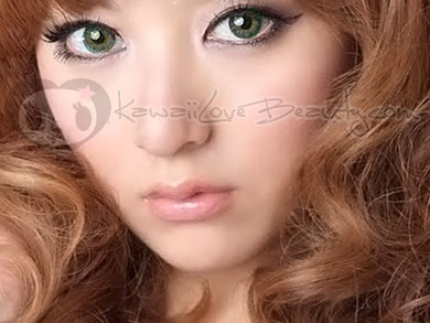 Model photo, Geo BerryHolic Emerald green CM-956 circle lenses.