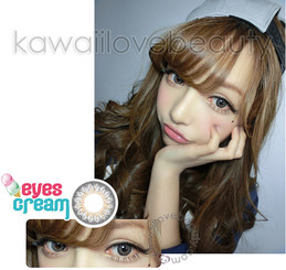 Dolly, natural-looking grey eyes with Geo Eyes Cream RayRay Gray circle lenses