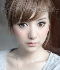 Grey circle lenses (Geo WIA25) on model