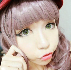 Geo Xtra 3-Tone green circle lenses on model.